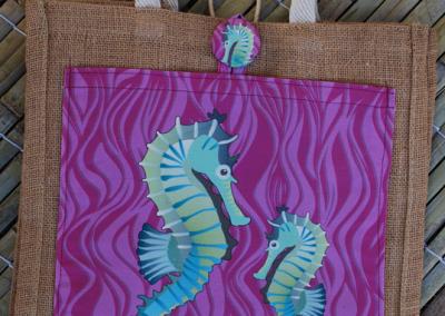 seahorse (magenta)