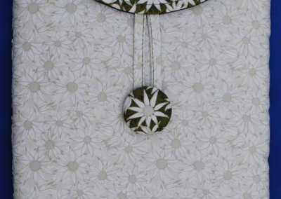 gadgetSwag: flannel flowers (cream/for Maude)