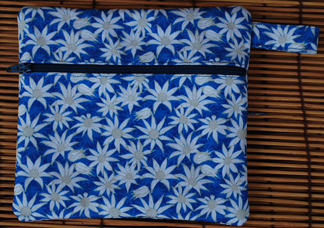 Zip pouch: flannel flowers (blue)