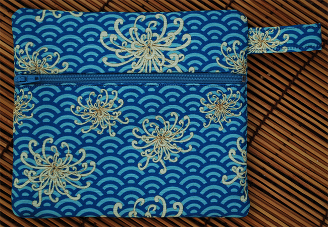 Zip pouch: umbrellievable flower (blue)