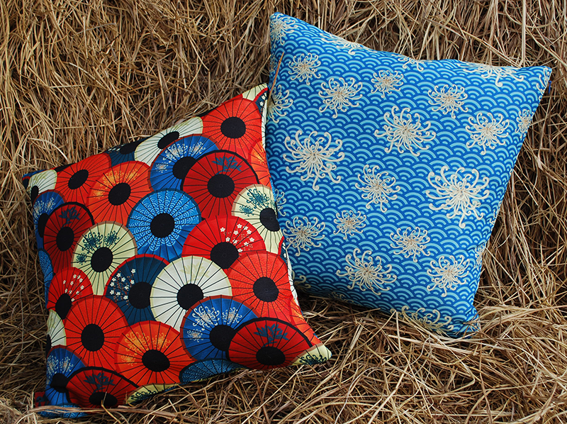 Cushions: umbrellievable and umbrellievable flower (blue)