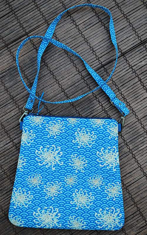 Mini zip tote: umbrellievable flower (blue)